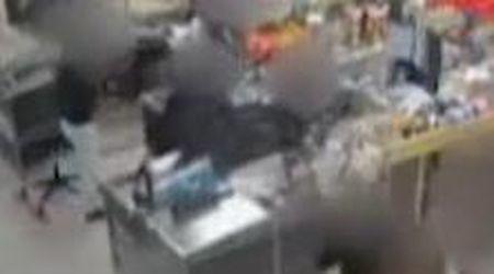 Torino, rapina al supermercato: il malvivente riconosciuto dalla protesi al braccio