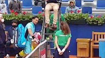 Barcellona, Fognini squalificato per insulti all'arbitro: parolacce e racchetta spaccata