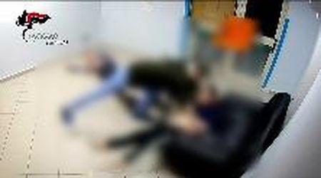 Picchiavano i pazienti disabili, tre arresti in un centro assistenziale di Palermo. Le immagini delle violenze