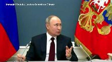 Clima, Putin non sa di essere ripreso: gli interminabili secondi di silenzio del presidente russo