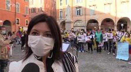 """Colombiani di Modena in piazza Torre: """"Basta violenze nel nostro Paese"""""""