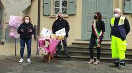 Carpineti accoglie il passaggio del Giro d'Italia e presenta i biscotti Castellotti