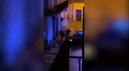 Terzigno, carabiniere filmato mentre prende a calci un giovane