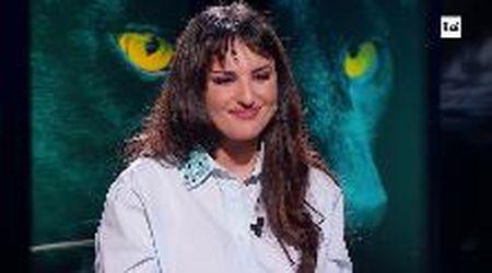 """Arisa in tv rivela: """"Sono stata molestata"""". Ma fatica a parlarne per l'emozione"""