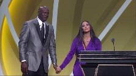 """Nba, Kobe Bryant entra nella Hall of Fame. La moglie Vanessa: """"Amore, sei fra i più grandi di sempre"""""""