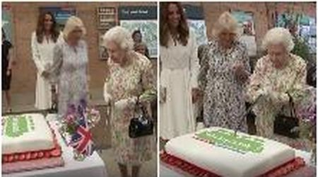 La regina Elisabetta insiste per tagliare la torta con la spada: la buffa scena fa ridere tutti
