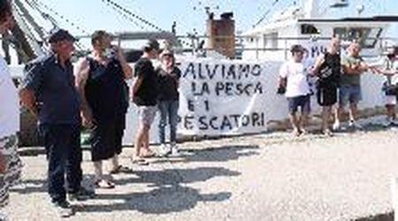 """I pescatori di Porto Garibaldi: """"Troppe restrizioni, è la fine del settore pesca"""""""