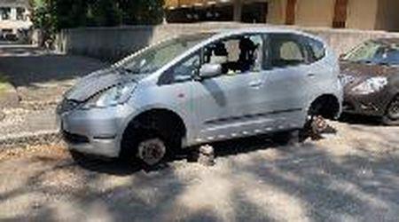Vigevano, rubano le ruote dell'auto in via Kennedy