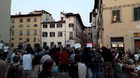"""Firenze, la protesta sul sagrato di Santo Spirito: """"Meno cordonature e più bagni pubblici"""""""