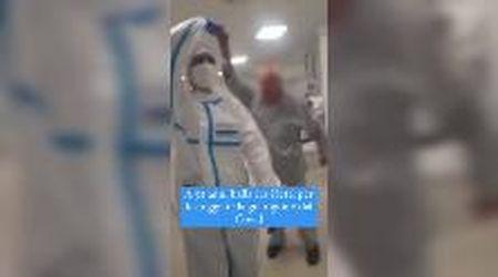 Bari, 92enne guarisce dal Covid e balla in ospedale sulle note di 'Tu vuò fà l'americano'
