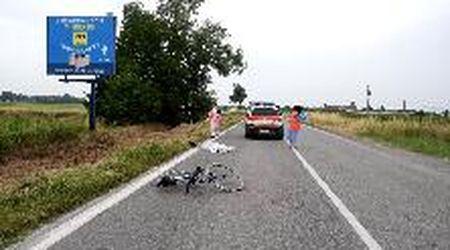 Ciclista travolto e ucciso a 67 anni a Inverno