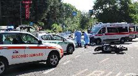Pavia, scontro auto-moto: due feriti in viale Lodi