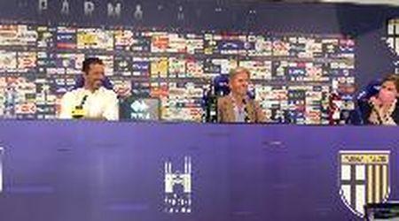 """""""Le sposto o le bevo?"""": il presidente del Parma scherza sulle bottiglie. E Buffon ride"""