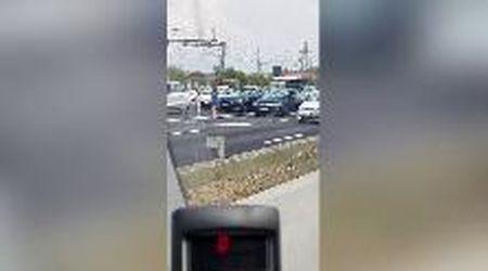 Parma, grandinata sull'Autosole: auto distrutte dai chicchi di ghiaccio grossi come sassi