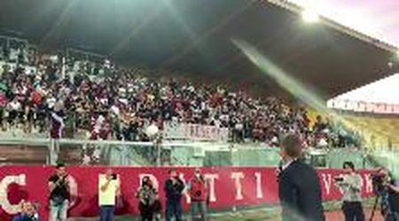 Livorno, bagno di folla allo stadio per salutare la squadra