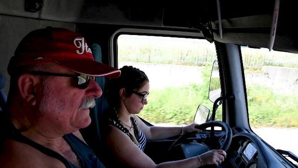 """Cuneo, """"Da grande voglio fare la camionista"""", la sfida di Giorgia l'unica donna della Truck Driver Academy"""