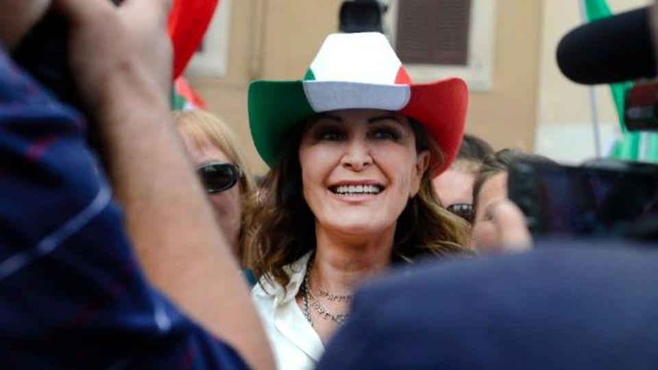 'Fast food' al Cdm, Daniela Santanchè bacchetta il governo: ''Così aiutano l'industria italiana?'' Le repliche sui social