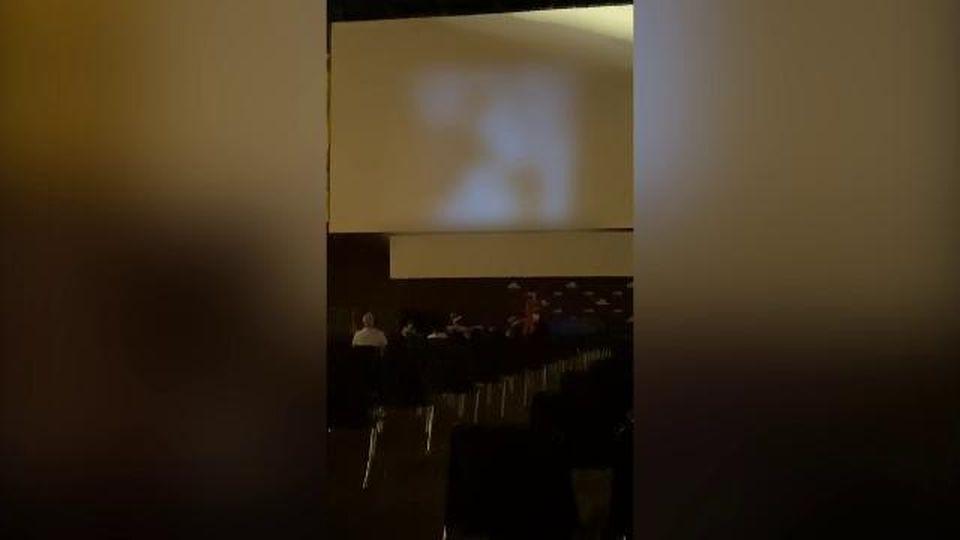 Bologna, film porno sul maxischermo a Piazza Maggiore: la proiezione vicino alla chiesa