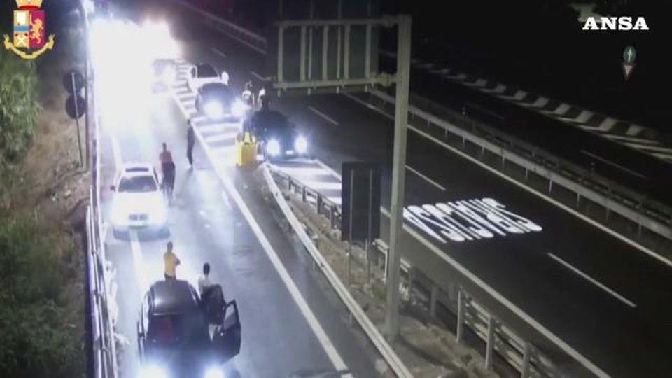 Corse clandestine sull'autostrada con il pubblico: ecco come funzionavano