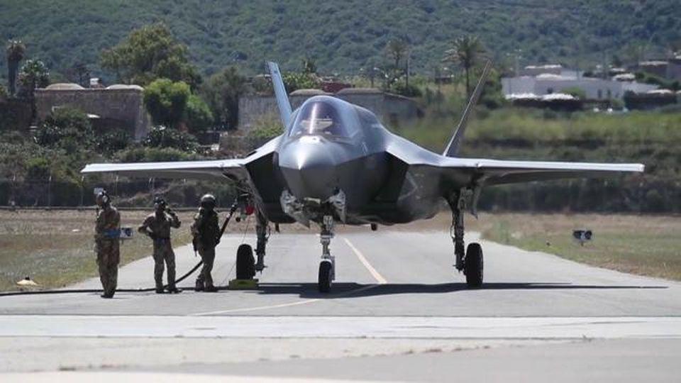 A Pantelleria l'esercitazione dell'F-35B STOLV, lo speciale aereo a decollo e atterraggio verticale