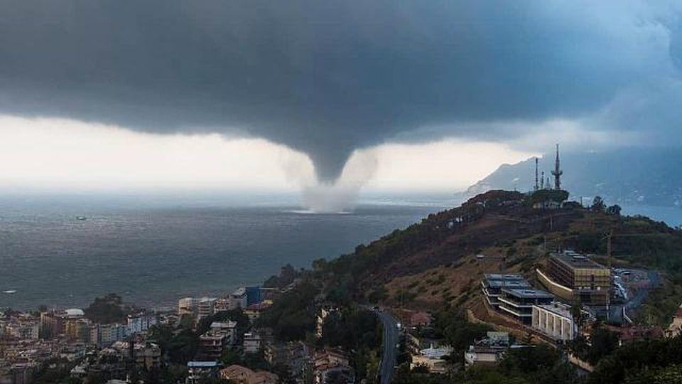 Le immagini della spaventosa tromba d'aria che ha colpito Salerno
