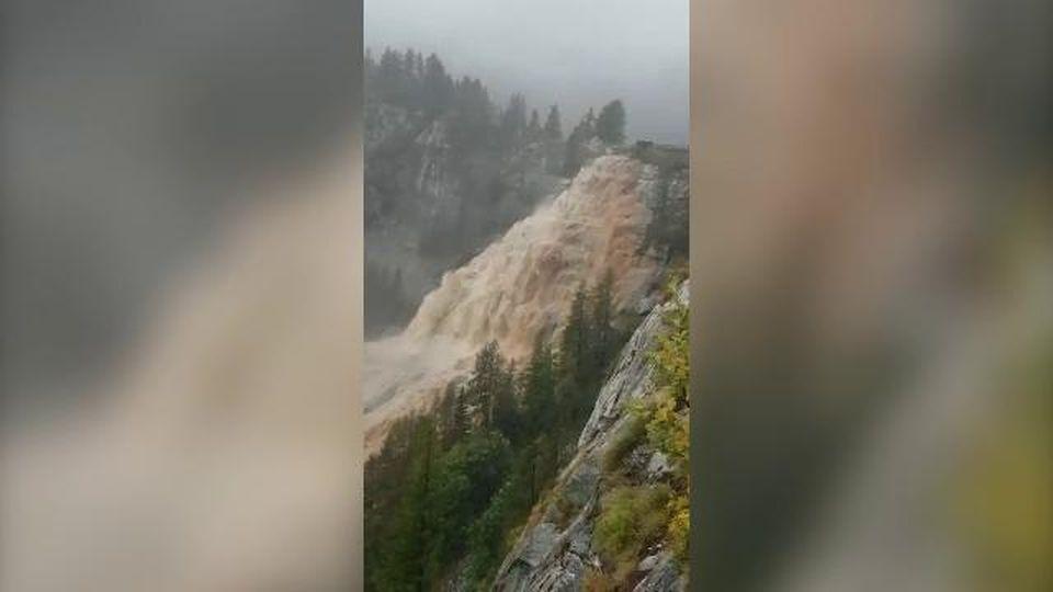 Maltempo in Ossola, l'impeto della cascata del Toce nel momento di massima portata