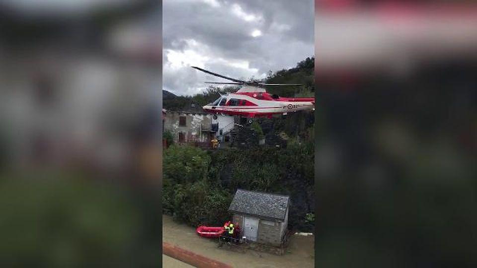 Maltempo, il salvataggio con l'elicottero dei vigili del fuoco a Migiandone