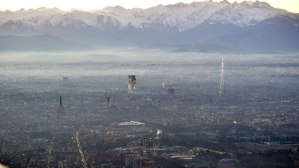 Quanto ci costa l'inquinamento? 5 città italiane dominano la top 10 europea per morti premature