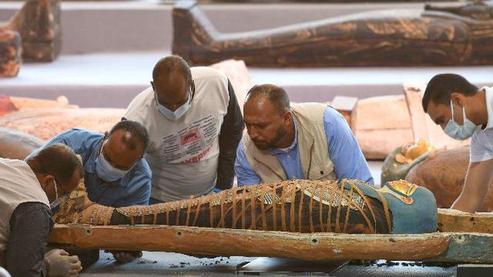 Sensazionale scoperta in Egitto, trovati 100 sarcofagi intatti di oltre 2000 anni fa: ecco cosa hanno svelato i raggi x