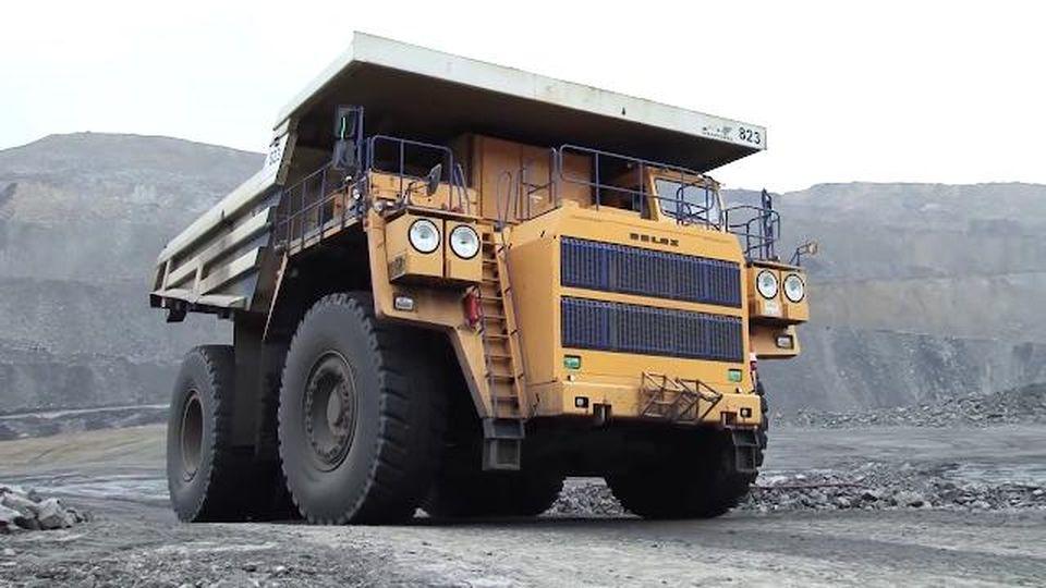 Belaz, l'autocarro da record è il gigante delle miniere siberiane