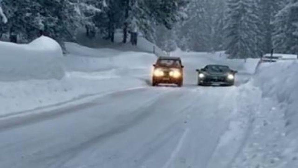 La Panda 4x4 sfida la Ferrari SF90 sulla neve chi vincerà?