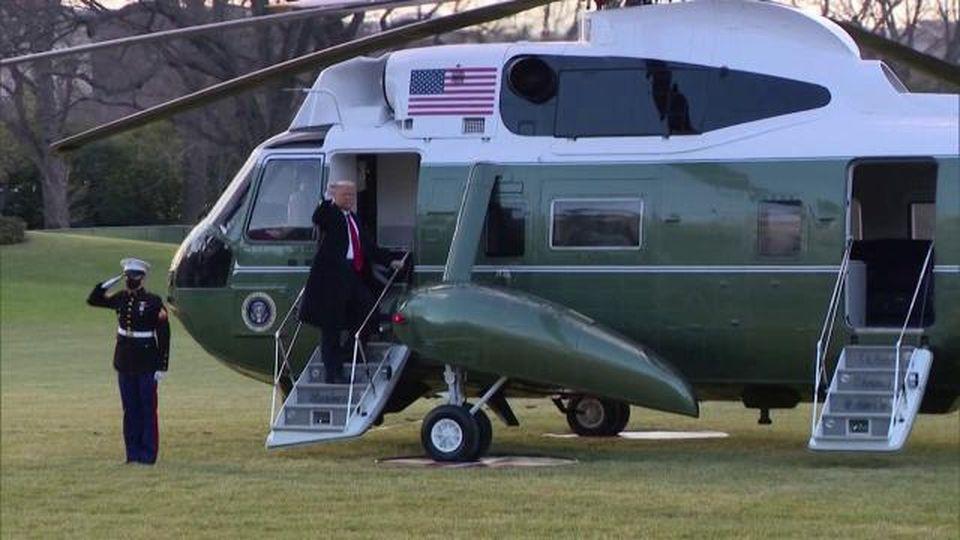 Washington, inizia l'era Biden: Donald e Melania Trump lasciano la Casa Bianca in elicottero