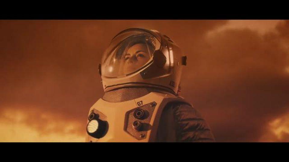Greta Thunberg si prende gioco dei miliardari desiderosi di viaggiare nello spazio, il finto spot su Marte è una beffa perfetta
