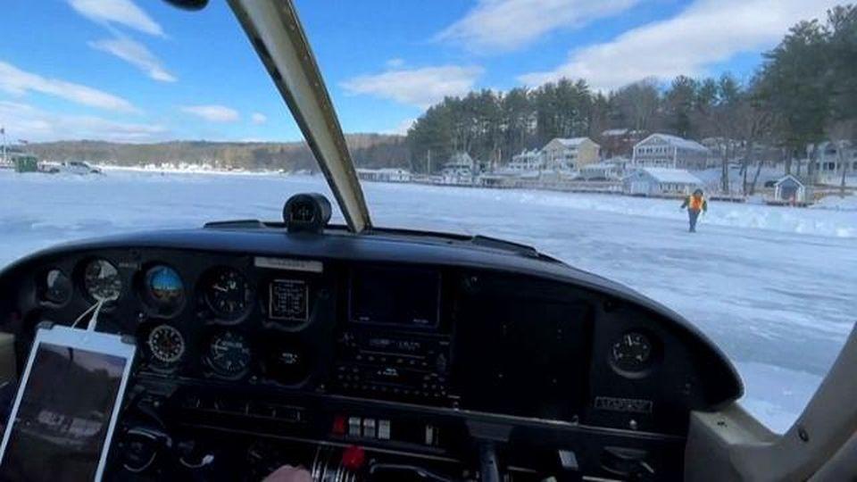 La pista d'atterraggio estrema, gli aerei prendono il volo e planano su un lago congelato: 12 centimetri di ghiaccio li separano dall'acqua