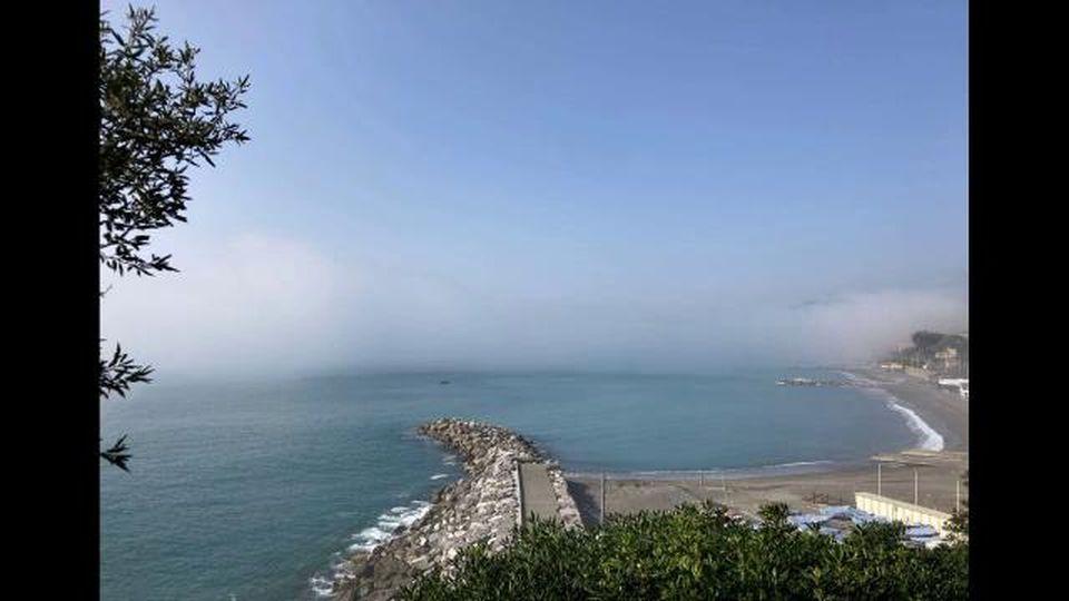 La nebbia dal mare avvolge tutta la Liguria da levante a ponente