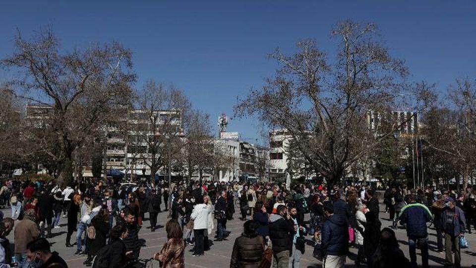 Terremoto in Grecia, centinaia di persone in strada