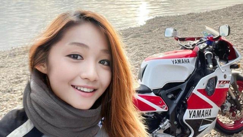 Giappone, la motociclista cattura migliaia di follower in poco tempo, ma dietro quel volto si nasconde l'impensabile