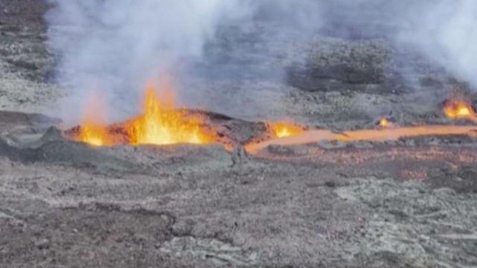 Le immagini aeree della prima eruzione dell'anno sul Piton de la Fournaise