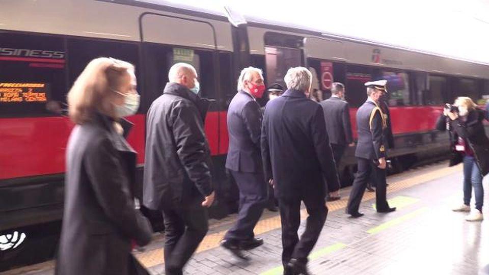 Coronavirus, tamponi rapidi gratuiti prima di salire a bordo: a Roma il primo treno Covid-free