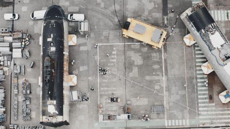 Due sottomarini francesi tagliati a metà vengono innestati per ridare vita a un sommergibile nucleare
