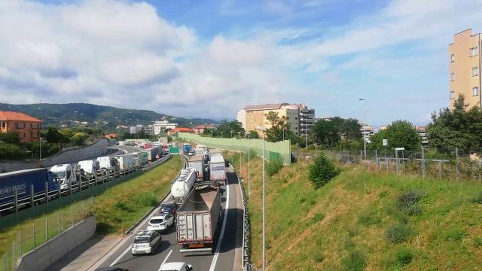 A10: terzo incidente in autostrada, traffico bloccato in direzione Genova da Savona
