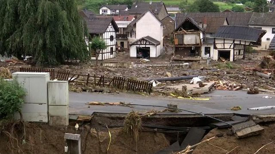 Maltempo in Germania, il giorno dopo il nubifragio: case distrutte e strade divelte