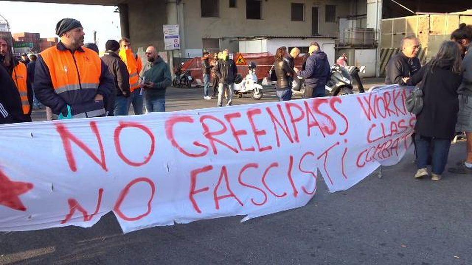 Genova: presidio a varco Etiopia, fila di camion all'esterno