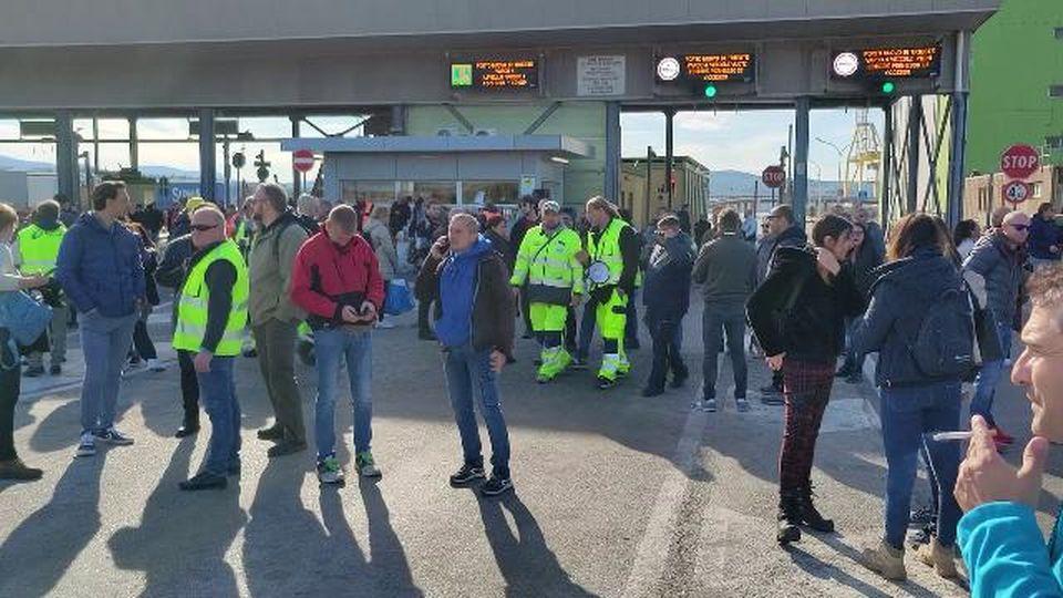 Sciopero dei portuali a Trieste: inizia il secondo giorno di protesta
