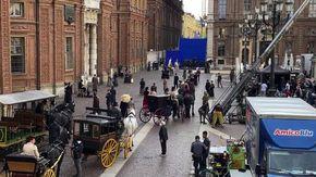 Il centro di Torino torna all'800 con carrozze e cavalli per raccontare la vita di Lidia Poët su Netflix