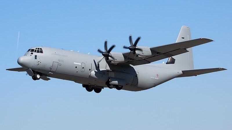 Afghanistan, sparano a C-130 italiano partito da Kabul con giornalisti e 98 civili. Pilota schiva i colpi