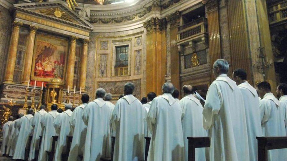 """Confessioni di gesuiti"""", un libro racconta da dentro la Compagnia di Gesù - La Stampa"""