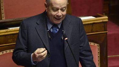 Luigi Compagna, il senatore vagabondo: ha già cambiato undici partiti