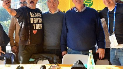 Sanremo 2020, Pierò Pelù diventa ecologico e pulisce le spiagge con  Legambiente