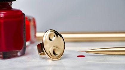 L'anello ideale per le amanti di trucco e smalti